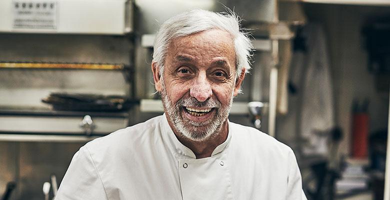 Gérard Idoux dans son restaurant Le Récamier, à Paris. Le chef emblématique de la cuisine pariisienne, haut lieu des médias, de la culture et de la politique est mort.